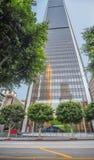 Kolossal högväxt skyskrapa i det finansiella området av Los Angele royaltyfri bild
