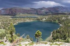 Kolossala sjöar i Sierra Nevada Arkivbilder