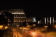 Kolosseum bis zum Nacht Lizenzfreie Stockfotos