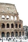 Kolosseum mit Schnee, Rom. stockbild