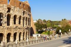 Kolosseumansicht in die Stadt von Rom lizenzfreie stockfotos