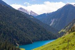 Kolsaymeer in de bergen van Tien Shan, Kazachstan royalty-vrije stock foto's