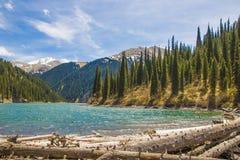 Kolsaymeer in Tien Shan-bergsysteem, Kazachstan Stock Foto's