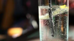 Kolsyrat vattenexponeringsglas stock video