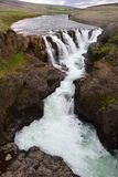 Kolufossar, uma cachoeira em Islândia na garganta de Kolugljufur fotos de stock