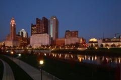 Kolumb, Ohio linia horyzontu przy nocą Zdjęcie Stock