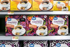 Kolumbianische Sätze des gemahlenen Kaffees stockbilder