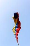 Kolumbianisches Markierungsfahnen-Strömen lizenzfreie stockbilder