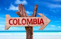 Kolumbien-Zeichen mit einem Strand auf Hintergrund Lizenzfreies Stockbild
