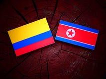 Kolumbijska flaga z koreańczyk z korei północnej flaga na drzewnym fiszorku Zdjęcie Stock