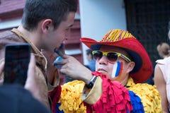 Kolumbijskiego wielbiciela sportu rosjanina rysunkowa flaga na policzku caucasian mężczyzna wielbiciel sportu przy ulicą Obraz Royalty Free