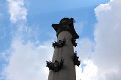 Kolumna obok Moskwa stanu uniwersytet na nieba tle Zdjęcia Stock