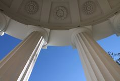 Kolumnada świątynia przyjaźń Pavlovsky park Miasto Pavlovsk fotografia royalty free
