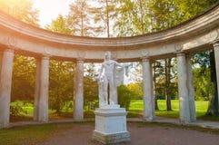 Kolumnada Apollo przy Pavlovsk parka terytorium w Pavlovsk, St Petersburg, Rosja zdjęcie stock
