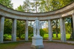 Kolumnada Apollo przy Pavlovsk parka terytorium w Pavlovsk, St Petersburg, Rosja obrazy stock