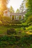 Kolumnada Apollo przy Pavlovsk parkiem w Pavlovsk, St Petersburg, Rosja zdjęcie royalty free