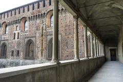 Kolumnada Castello Sforzesco w Mediolan fotografia stock