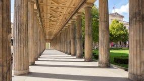 Kolumnada filary w Berlin, Niemcy, niski kąt obrazy royalty free