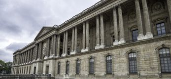 Kolumnada louvre pałac w stylu klasycyzm Francja Paryski Wrzesień 2017 obrazy stock