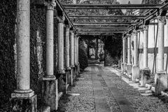 Kolumnada prowadzi grobowiec Juliet fotografia royalty free
