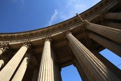 Kolumnada sukces w niebieskim niebie Abstrakt zdjęcia royalty free