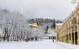 Kolumnada w zdroju Marianske Lazne Marienbad grodzkim republika czech obraz stock