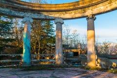 Kolumnada zaniechana restauracja na górze Akhun, Sochi, Rosja obraz royalty free