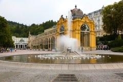 Kolumnady i fontanna w Marianske Lazne obraz royalty free