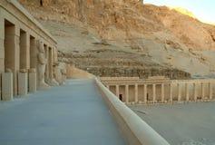 Kolumny świątynia królowa Hatshepsut bez ludzi, Thebes, UNESCO światowego dziedzictwa miejsce, Egipt, afryka pólnocna Zdjęcie Royalty Free