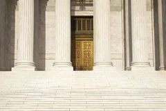 Kolumny, kroki i drzwi sąd najwyższy Zlany Stat, Zdjęcia Royalty Free