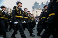 Kolumny ?o?nierze Rosyjski wojsko przy zwyci?stwem Paraduj? zdjęcia stock
