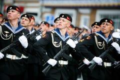 Kolumny ?o?nierze Rosyjski wojsko przy zwyci?stwem Paraduj? fotografia stock