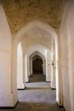 Kolumny wysklepiają korytarz Punkty zwrotni w Bukhara Fotografia Royalty Free
