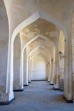 Kolumny wysklepiają korytarz Punkty zwrotni w Bukhara Zdjęcie Stock