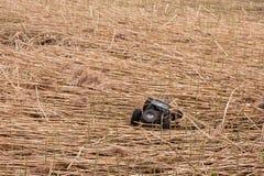 Kolyazin, περιοχή της Μόσχας/Ρωσική Ομοσπονδία - 1 Μαΐου 2014: RC δίδυμες κινήσεις σφυριών Vaterra αυτοκινήτων crowler πέρα από έ στοκ φωτογραφίες