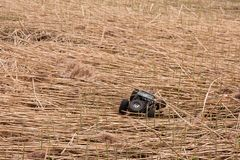 Kolyazin, región de Moscú/Federación Rusa - 1 de mayo de 2014: Movimientos de los martillos del gemelo de Vaterra del crowler del fotos de archivo