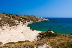 Kolymbia strand med den steniga kusten och med utsikten Fotografering för Bildbyråer
