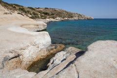 Kolymbia strand med den steniga kusten, Rhodes Royaltyfri Bild