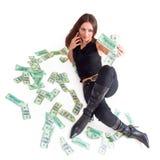 komórki do dziewczyny gospodarstwa pieniądze Fotografia Royalty Free