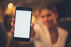 komórki target1589_1_ łatwy redaguje ręka zawierać ścieżki telefonu ekran fotografia royalty free