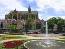 Komödien-Platz und Kathedrale St. Etienne in Metz Stockbild
