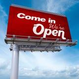 Kom binnen, zijn wij open aanplakbord Stock Foto's