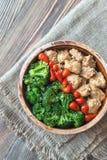 Kom broccoli en kippen be*wegen-gebraden gerecht royalty-vrije stock foto