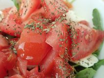Kom een verse groentesalade stock afbeelding