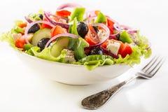 Kom Gezonde Griekse Salade stock afbeeldingen