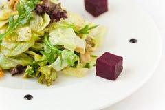 Kom Griekse salade Royalty-vrije Stock Foto's