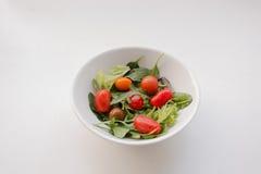 Kom kersentomaten en bladsalade Stock Afbeelding