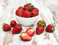 Kom met aardbeien Royalty-vrije Stock Afbeelding