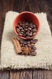 Kom met de Bonen van de Koffie royalty-vrije stock afbeelding