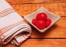 Kom met tomaten Royalty-vrije Stock Foto's